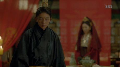 Nguoi tinh anh trang tap 18: Lee Jun Ki ket hon voi em gai cung cha khac me - Anh 17
