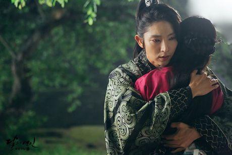 Nguoi tinh anh trang tap 18: Lee Jun Ki ket hon voi em gai cung cha khac me - Anh 4