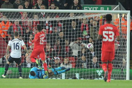 Danh bai Tottenham, Liverpool vao tu ket Cup Lien doan - Anh 2