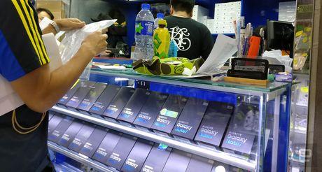 Galaxy Note 7 van duoc bay ban 'nhan nhan' tai Hong Kong - Anh 1