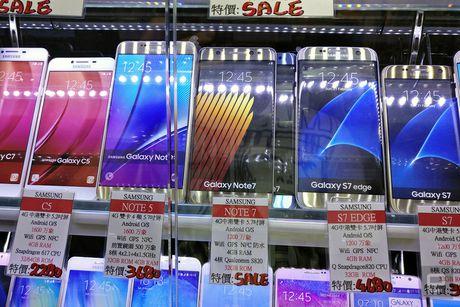 Galaxy Note 7 van duoc bay ban 'nhan nhan' tai Hong Kong - Anh 2