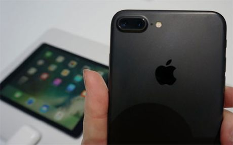 Apple ban hon 45 trieu chiec iPhone trong mot quy - Anh 1