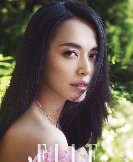 Ngam my nhan duoc menh danh la 'Angelina Jolie Hoa ngu' - Anh 16