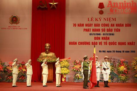 Bao CAND don nhan Huan chuong Bao ve To quoc hang Nhat - Anh 2