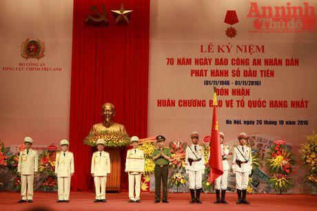 Bao CAND don nhan Huan chuong Bao ve To quoc hang Nhat - Anh 3