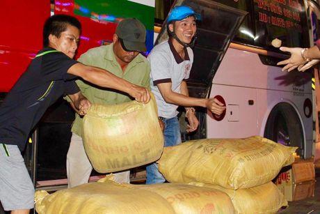 Hanh trinh nong san sach ve Thu do 'doi' ao moi cho tre em vung cao - Anh 2