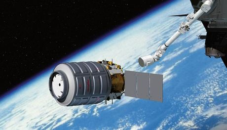 Tram vu tru ISS tiep nhan tau van tai Cygnus tu trai dat (Video) - Anh 1