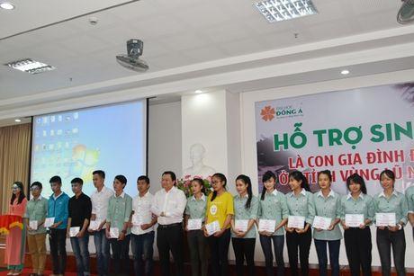 Dai hoc Dong A: Ho tro SV o 4 tinh vung lu mien Trung - Anh 1