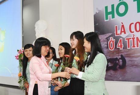 Dai hoc Dong A: Ho tro SV o 4 tinh vung lu mien Trung - Anh 2