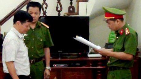 Bat 2 nguyen lanh dao Cong ty xo so - Anh 1