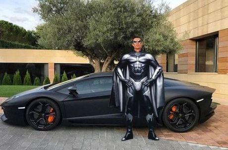 Anh che hai huoc Ronaldo voi sieu xe the thao Lamborghini Aventador - Anh 2