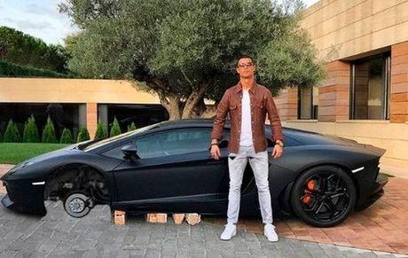 Anh che hai huoc Ronaldo voi sieu xe the thao Lamborghini Aventador - Anh 3