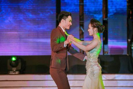 Thi sinh Tai sac Phuong Dong toa sang trong dem chung ket - Anh 15
