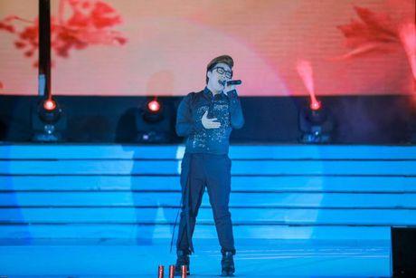 Thi sinh Tai sac Phuong Dong toa sang trong dem chung ket - Anh 16