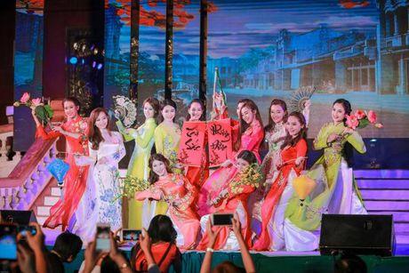 Thi sinh Tai sac Phuong Dong toa sang trong dem chung ket - Anh 3