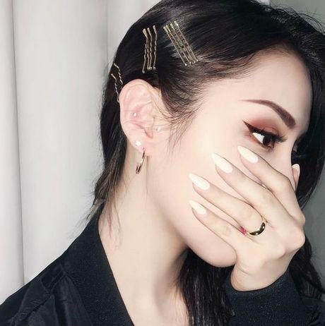Goi y 10 mon my pham drugstore chat luong high-end cho nang me trang diem - Anh 10