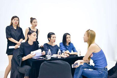 Sau nhieu nam lam 'ba trum' catwalk, Xuan Lan tuyen bo 'nhuong ngoi' cho Le Thuy va Thuy Trang - Anh 2