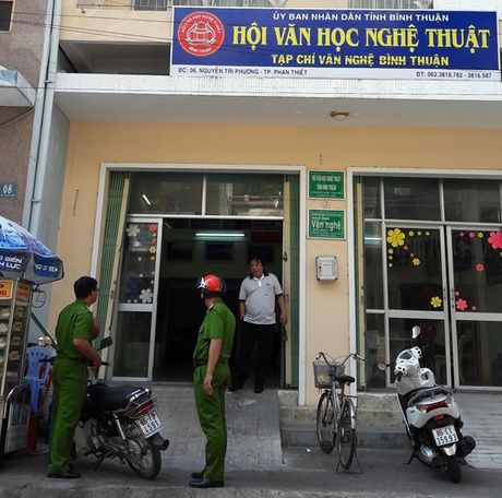 Binh Thuan: Chu tich Hoi VHNT duyet khong nhieu chuyen sang tac gan 1 ty dong - Anh 2