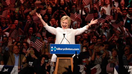 Neu Hillary Clinton lam tong thong, Bill Clinton se la de nhat tinh nguyen vien? - Anh 2