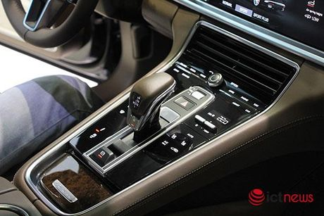 Can canh Porsche Panamera Turbo xuat hien tai Trien lam o to VIMS 2016 - Anh 12