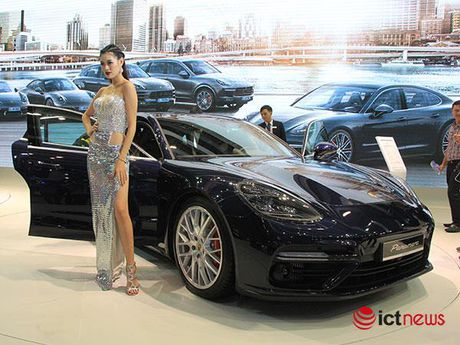 Can canh Porsche Panamera Turbo xuat hien tai Trien lam o to VIMS 2016 - Anh 2