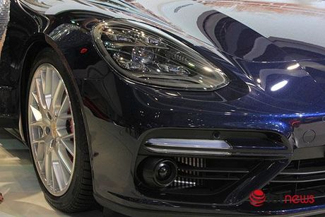 Can canh Porsche Panamera Turbo xuat hien tai Trien lam o to VIMS 2016 - Anh 4