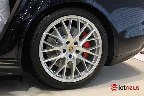 Can canh Porsche Panamera Turbo xuat hien tai Trien lam o to VIMS 2016 - Anh 8