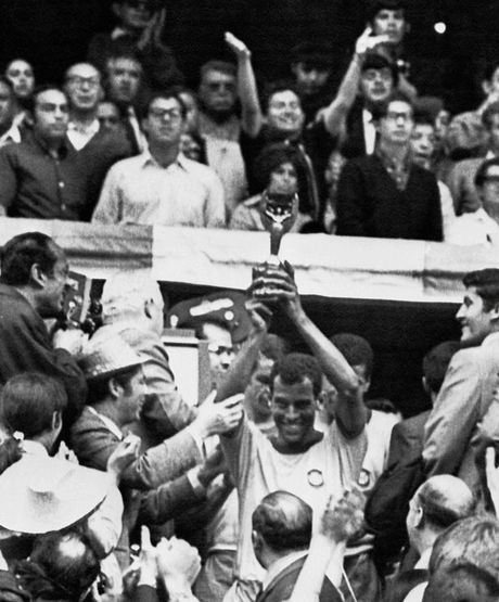 Huyen thoai World Cup 1970 qua doi vi dau tim - Anh 2