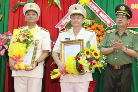 Luan chuyen giam doc va pho giam doc Cong an Soc Trang - Anh 2