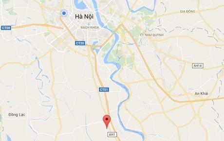 Thanh nien di bo qua duong sat bi tau hoa tong tu vong - Anh 2