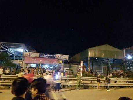 Ha Noi: Them tai nan duong sat Thuong Tin, 1 nguoi chet tham - Anh 1