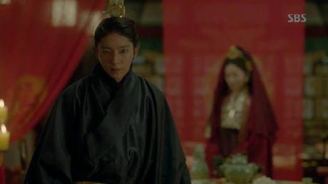 Nguoi tinh anh trang tap 18:Wang So bo mac Yeon Hwa dem dong phong - Anh 1