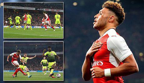 Arsenal 2-0 Reading: Nguoi hung Oxlade-Chamberlain - Anh 1