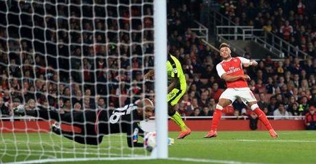 CAP NHAT sang 26/10: Arsenal, Liverpool vao tu ket Cup Lien doan. Man United nhan tin du - Anh 1