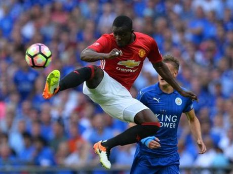 Eric Bailly nghi 2 thang, Man United khon don - Anh 2