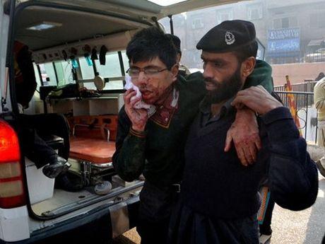 Afghanistan: Tham sat hang chuc dan thuong, co ca tre em - Anh 1