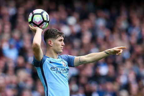 Doi hinh 'sieu tan cong' du kien giup Man City loai MU o League Cup - Anh 3