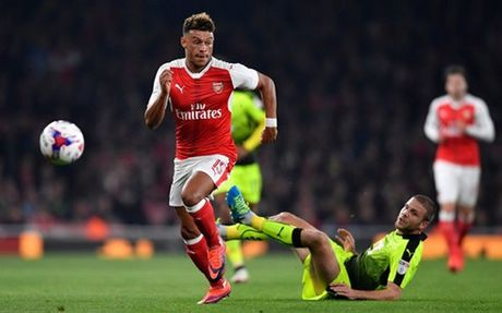 Chamberlain toa sang, Arsenal thang nhan Reading - Anh 1