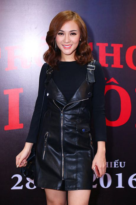 Hotgirl Quynh Chi goi cam di xem 'Tro choi goi hon 2' - Anh 4