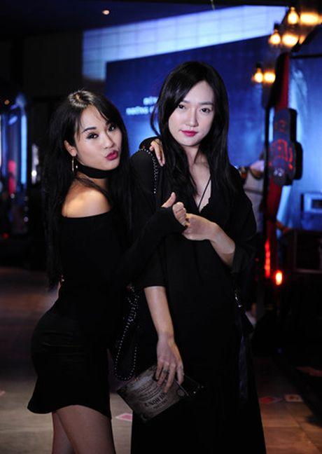 Hotgirl Quynh Chi goi cam di xem 'Tro choi goi hon 2' - Anh 8