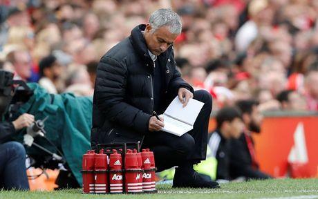 Chum anh: Cuoc song 'tham hoa' cua Jose Mourinho o Manchester - Anh 10