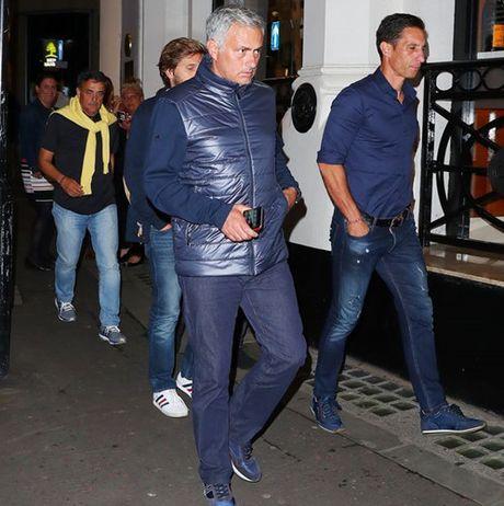 Chum anh: Cuoc song 'tham hoa' cua Jose Mourinho o Manchester - Anh 3