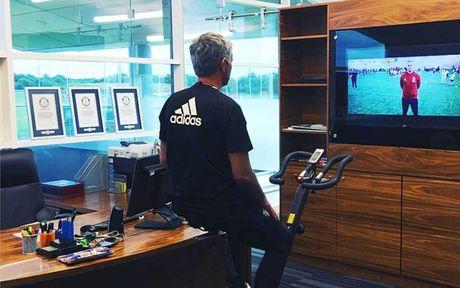 Chum anh: Cuoc song 'tham hoa' cua Jose Mourinho o Manchester - Anh 8