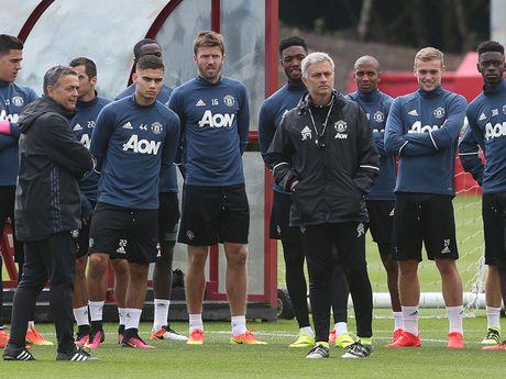 Chum anh: Cuoc song 'tham hoa' cua Jose Mourinho o Manchester - Anh 9