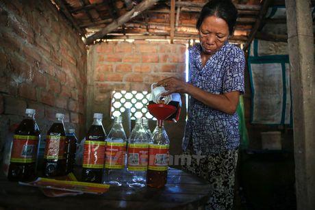 Tham quan lang nuoc mam thu cong truyen thong o Tam Thanh - Anh 4