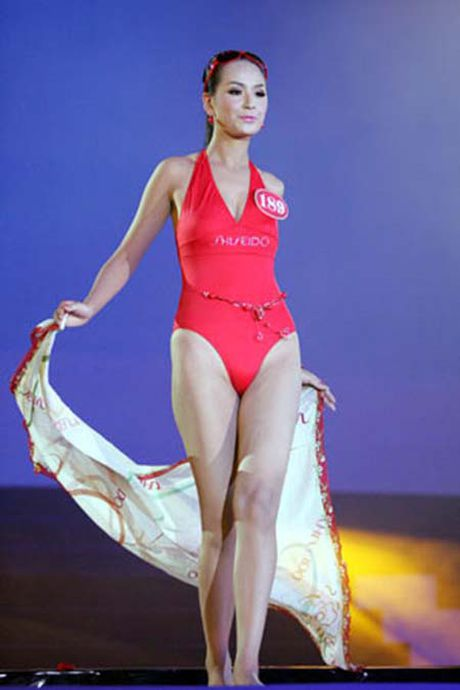 Ngam lai anh bikini cua cac hoa hau Mai Phuong Thuy, Ngoc Han - Anh 4