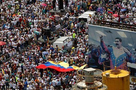 Venezuela: Ghe cua Tong thong Maduro lung lay - Anh 2