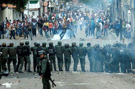 Venezuela: Ghe cua Tong thong Maduro lung lay - Anh 3