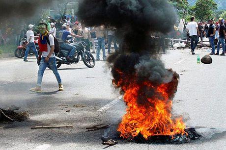 Venezuela: Ghe cua Tong thong Maduro lung lay - Anh 4