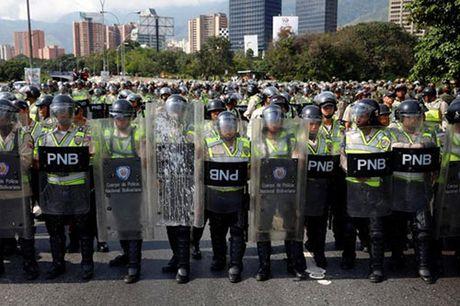 Venezuela: Ghe cua Tong thong Maduro lung lay - Anh 5